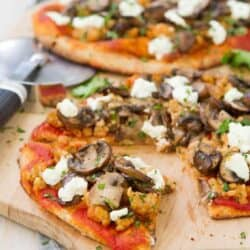 This whole wheat Sausage Mushroom Naan Pizza is piled high with chicken sausage, garlic mushrooms and tangy goat cheese. Only 30 minutes to make! 281 calories and 8 Weight Watchers SmartPoints